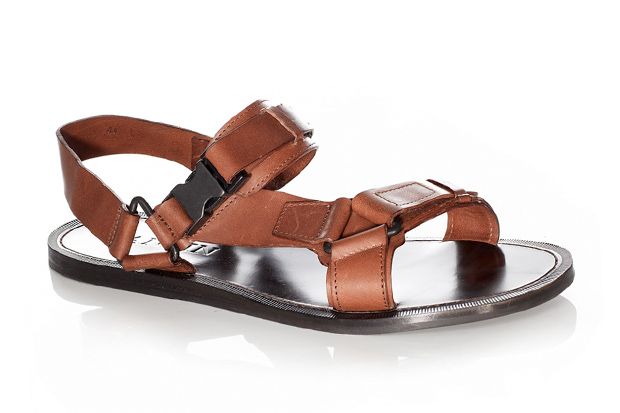 43c5fc70f91 Watch Out Tourist Sandals Are Back!